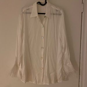 White pyjama-style blouse with fur trim